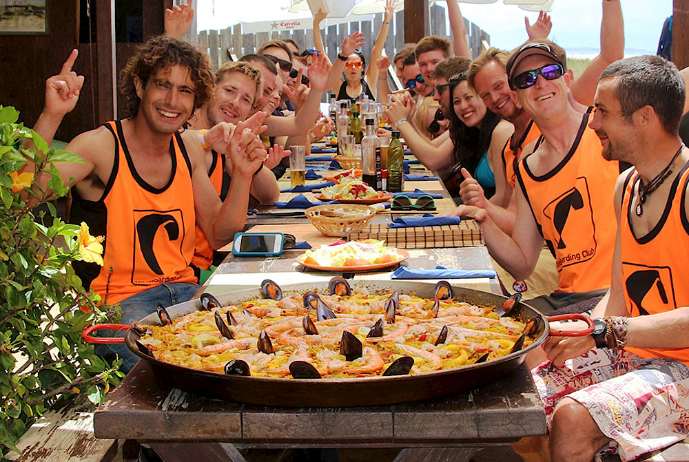 Meeting friends and eating paella at Kiteboarding Club Tarifa