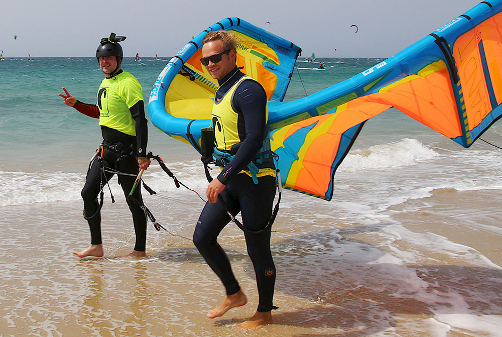 Kitesurf lessons at Kiteboarding Club Tarifa - international kitesurf school