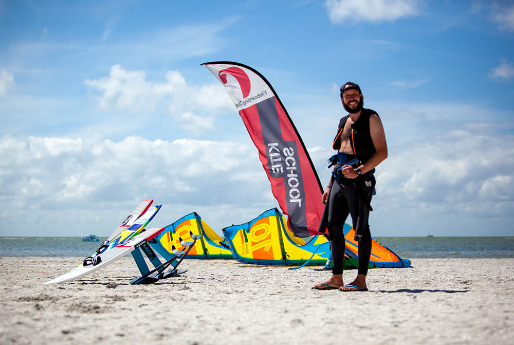 Dennis Konczak leitet den Kiteboarding Club in Holland