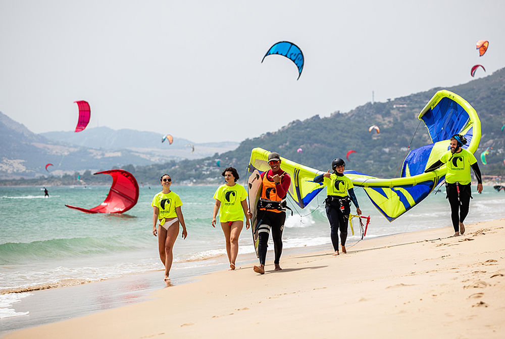 Kitesurf lessons at the professional international kitesurf school KBC Tarifa