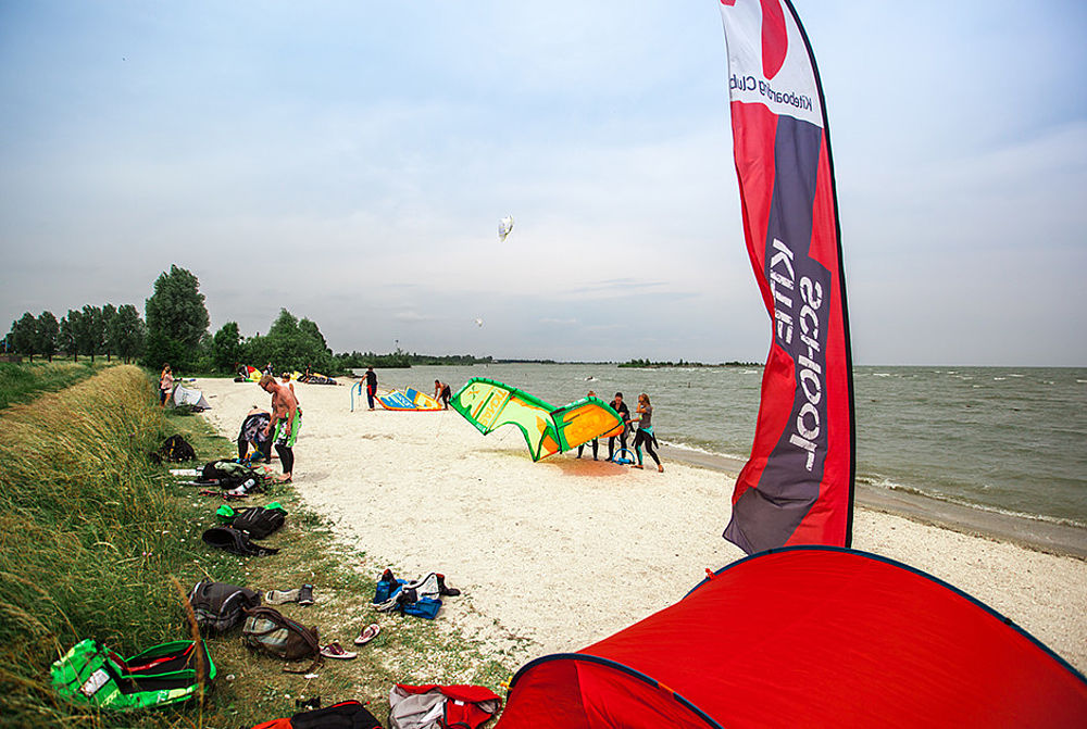 Der Kitestrand in Hindeloopen in Holland, wo der KBC schult