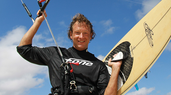 Thomas Beckmann mit Wellenkiteboard