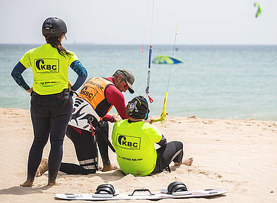 kitesurf instructor and students at kitebeach Tarifa