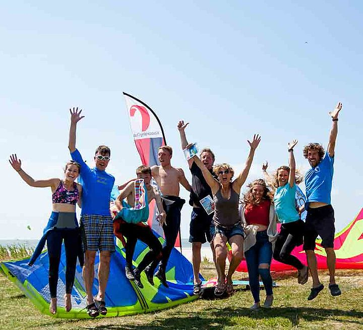Group of Kitesurf students at KBC Ijsselmeer